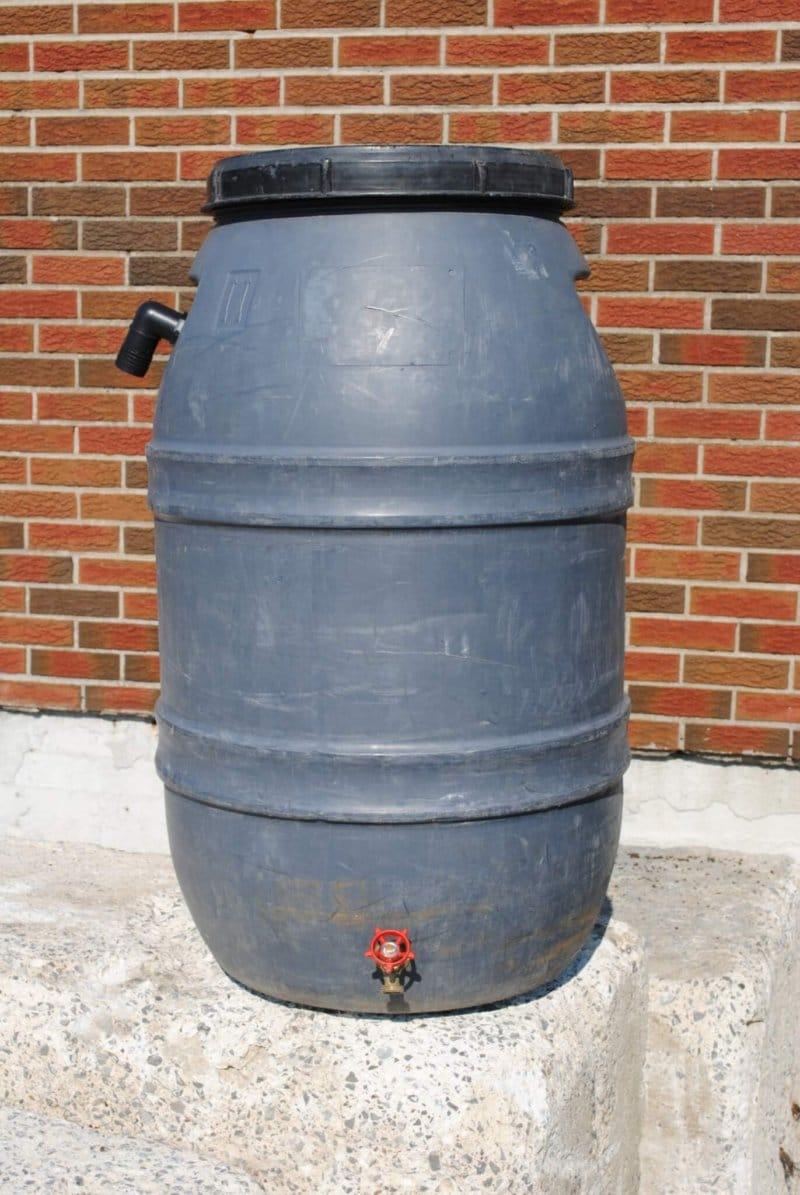 Distribution de barils récupérateurs d'eau de pluie