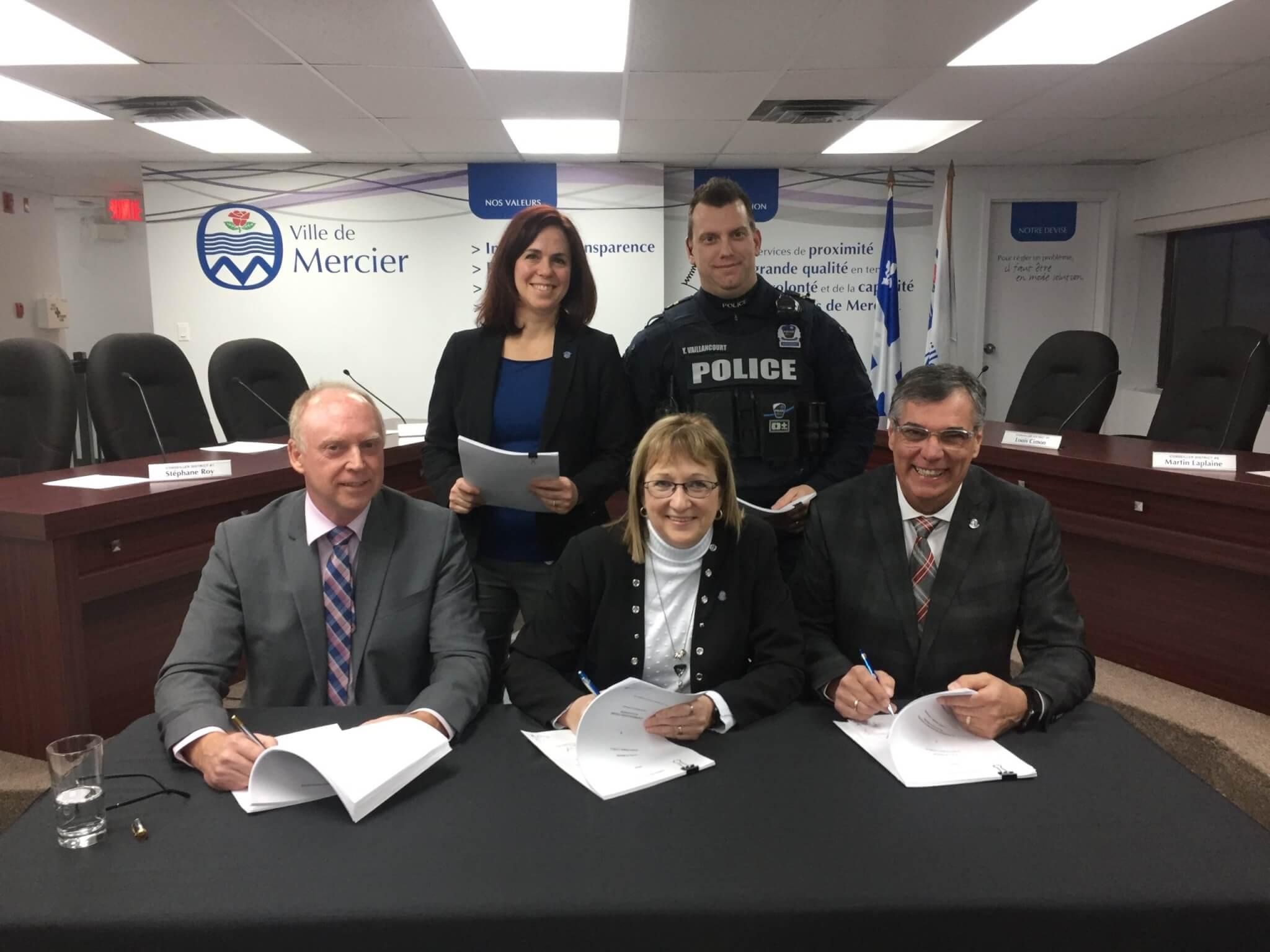 Signature d'une première convention collective avec les policiers